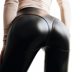 Sexy Pu-leather Jeans van MAE-Wear - mae-cl-096